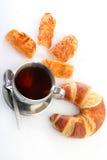 tè della tazza del croissant dei biscotti Fotografia Stock