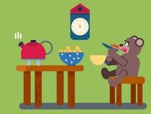 Tè delle bevande degli orsi bruni del fumetto a casa Fotografia Stock Libera da Diritti