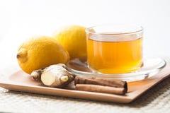 Tè dello zenzero con il limone e la cannella immagine stock