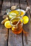 Tè dello zenzero con miele ed il limone Fotografie Stock Libere da Diritti