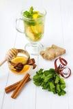 Tè dello zenzero con miele ed il limone Fotografie Stock