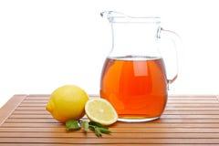 Tè di ghiaccio con la brocca del limone Fotografia Stock