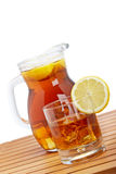 Tè di ghiaccio con la brocca del limone Fotografia Stock Libera da Diritti