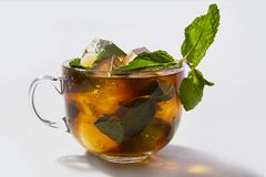 Tè di ghiaccio con la menta fotografie stock
