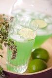 Tè di ghiaccio fresco dalla spremuta di limone Fotografia Stock