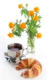tè di globeflowers del croissant Immagini Stock