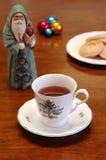 Tè di natale con i biscotti Fotografie Stock