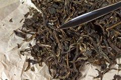 Tè di Puer con una lama del puer Immagine Stock Libera da Diritti