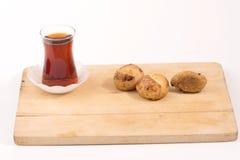 Tè e biscotti turchi con fondo bianco Immagine Stock Libera da Diritti