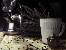 Tè e bollitore della lavanda Immagine Stock Libera da Diritti