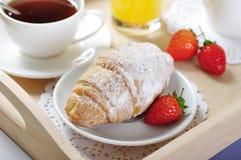 Tè e croissants fotografie stock