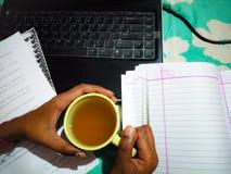 Tè e lavoro Immagini Stock Libere da Diritti