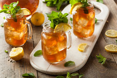 Tè e limonata ghiacciati casalinghi Immagini Stock Libere da Diritti