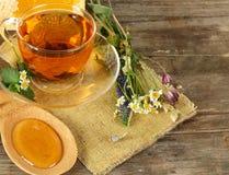 Tè e miele su priorità bassa Immagini Stock Libere da Diritti