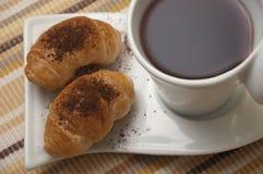 Tè e mini croissants Fotografia Stock
