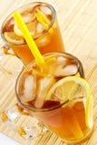 Tè freddo con i cubi di un ghiaccio e di un limone Fotografia Stock Libera da Diritti