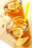 Tè freddo con i cubi di un ghiaccio e di un limone Immagine Stock Libera da Diritti