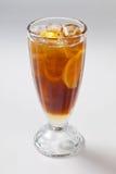 Tè freddo con il limone ed il ghiaccio nel vetro Fotografia Stock Libera da Diritti
