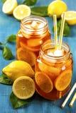 Tè ghiacciato con il limone Fotografia Stock