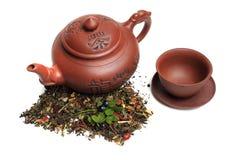 Tè nella teiera, una miscela di migliori varietà di tè Fotografie Stock Libere da Diritti