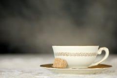 Tè pieno di vapore della tazza bianca Fotografia Stock