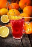 Tè rosso con il bastoncino di zucchero candito Immagine Stock Libera da Diritti