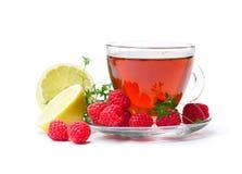 Tè rosso della frutta con il limone ed il lampone isolati su backgr bianco Fotografia Stock