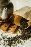 Tè sciolto del fiore in pacchetto di carta di kraftova Immagini Stock Libere da Diritti