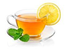 Tè in tazza con la menta ed il limone del foglio Immagine Stock