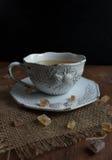 Tè in una tazza d'annata Fotografie Stock