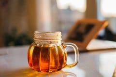 Tè in una tazza della zucca Fotografia Stock