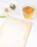 Tè verde con il piccoli vaso e tazze fotografia stock libera da diritti