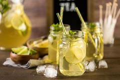 Tè verde con l'agrume immagine stock libera da diritti