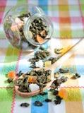 Tè verde con la frutta secca Fotografie Stock Libere da Diritti