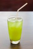 Tè verde del ghiaccio su una tavola Fotografie Stock Libere da Diritti