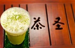 tè verde del ghiaccio sulla tabella di legno Fotografie Stock Libere da Diritti