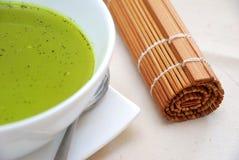 Tè verde di salute con il rotolo di legno Fotografia Stock Libera da Diritti