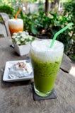 Tè verde ghiacciato con latte Fotografia Stock Libera da Diritti