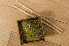 Tè verde di Sencha in un barattolo. Immagini Stock