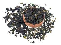 Tè verde organico del gelso di erbe su fondo bianco Fotografie Stock Libere da Diritti