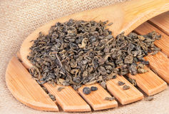 Tè verde su una grata di legno Immagine Stock