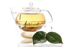 Tè verde in una teiera fotografia stock libera da diritti