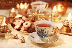 Té caliente con las galletas dulces Imagen de archivo libre de regalías