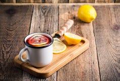 Té caliente de la fruta con las rebanadas del limón Imagenes de archivo