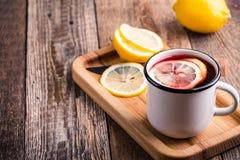 Té caliente de la fruta con las rebanadas del limón Imagen de archivo