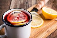 Té caliente de la fruta con las rebanadas del limón Foto de archivo