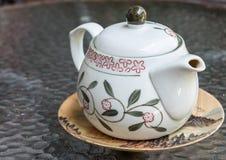 Té caliente del empuje del pote del té Imagen de archivo libre de regalías