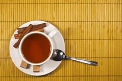 Té con el azúcar y el cinamomo Imagenes de archivo