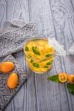 Té con el kumquat y la menta Foto de archivo libre de regalías
