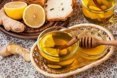 Té con el limón y la miel Fotos de archivo libres de regalías